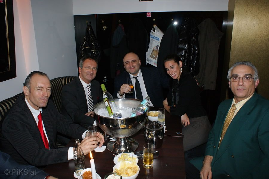 toms_business_diplomacy_002